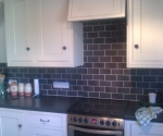013-kitchen-black-brickbond-white-grout